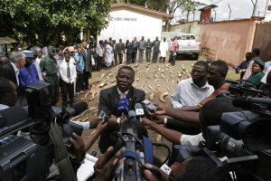 Interview du Ministre de l'Environnement du Cameroun après la confiscation de 1 tonne d'ivoire à Douala.