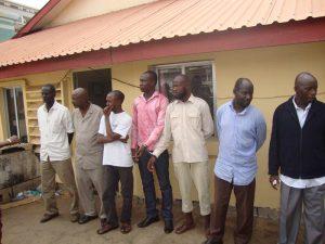 Sept dealers arrêtés